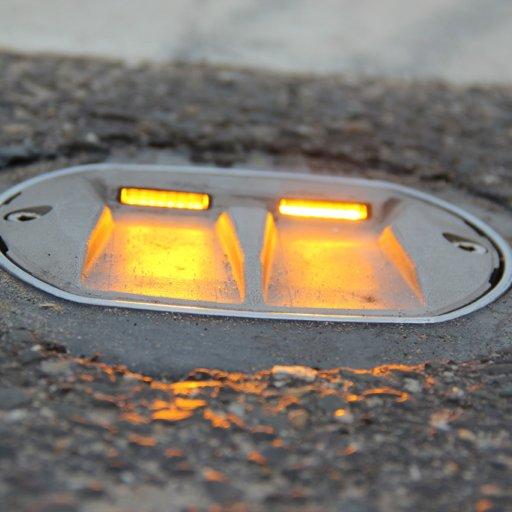 De LED lamp licht op en waarschuwt de naderende autobestuurder
