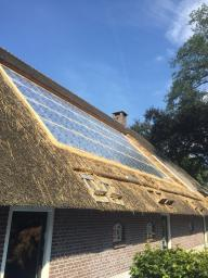 EPDM ondergrond voor zonnepanelen op een rieten dak