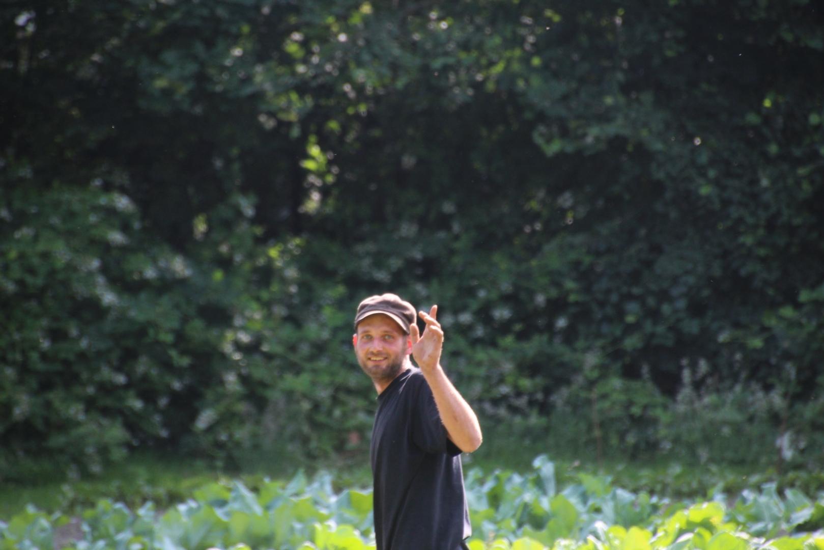 003-seq-gijs_nauta_tuinder_van_het_proefveld_zelfoogsttuin_biotoop_haren_foto_simon_wijma.jpg